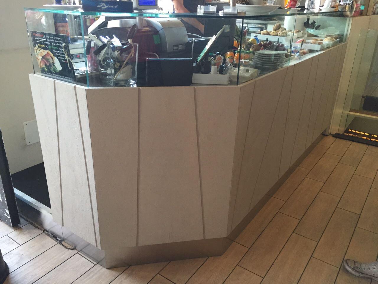 Rifacimentio bancone del Bar con la Rresina Cementizia