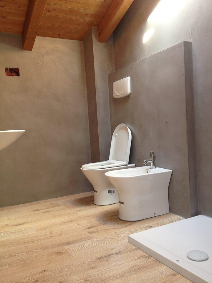 Ristrutturazione bagno resine e parquet materie - Pavimenti bagno in resina ...