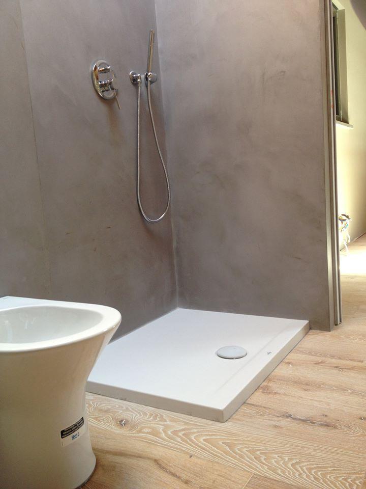 Ristrutturazione bagno resine e parquet - Materie - superfici d'arredo
