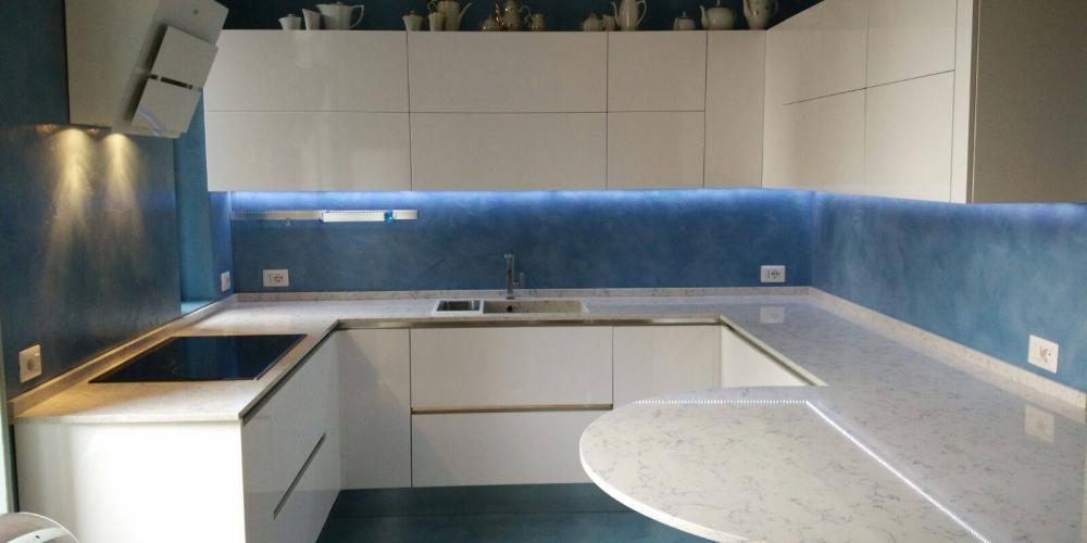 Resina cementizia pavimenti rivestimenti materie srl - Resina parete cucina ...